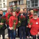 Distribution de roses pour le 1er mai !